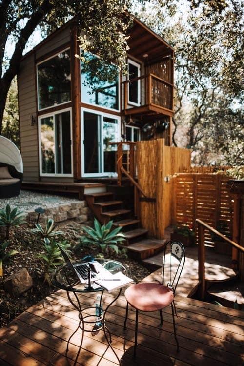 Abris de jardin isolé, une véritable annexe à la maison !